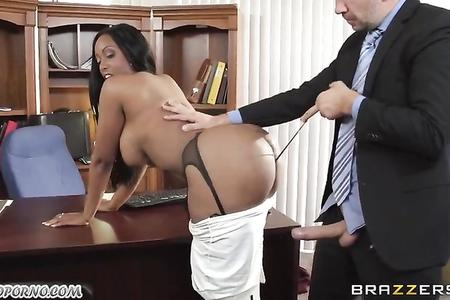 The black secretary seduced the boss